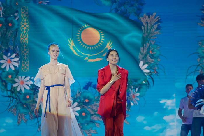 """""""Славян базары"""" байқауында қазақстандық әнші бас жүлде иеленді"""